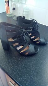 Ladies shoes.Black,size 7, worn once.Very comfy.