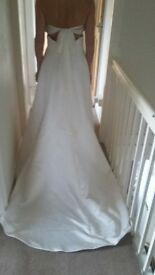 ivory wedding dress size 10 includes veil if required