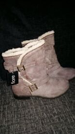 New Women's gray boots size 5