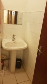 A SUMPTUOUS CLEAN GOOD SIZED DOUBLE ROOM WITH ALL BILLS INCLUDED IN NEW MALDEN.