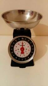 Very good condition and clean kitchen scale