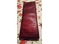 Very stylish faux snake skin heat resistant case.