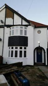 3-4 bed house to let in Bromley Email not working. text or call me