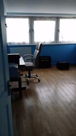 Cozy apartment room, Kew Green TW8, Chiswick W4 and Gunnersbury Tube, bills inc. near University UWL