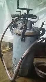 Pressure paint pot