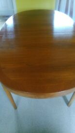 Dining Table extending excellent condition.£35ono
