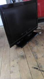 LG 32 inch TV with remote control and free view