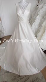 Beautiful V- neck D'zage wedding dress UK size 10/12