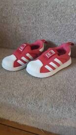 Adidas superstar kids trainers: size 6