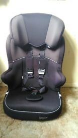 kiddicarecar seat black and grey used in good condition/ age from: 9 months - 11 years