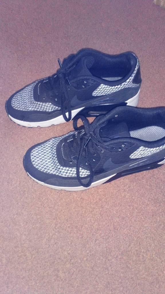 60e736b8393a Boys Nike trainers size 5 (adult 5)