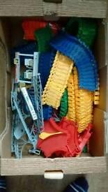 A box full of twister tracks (ono)