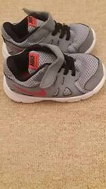 kids nike revolution 2 trainers uk size 7.5