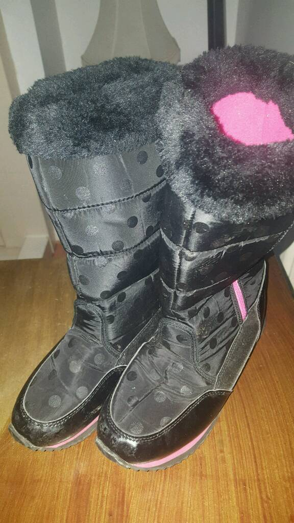 almost new size 5 boots