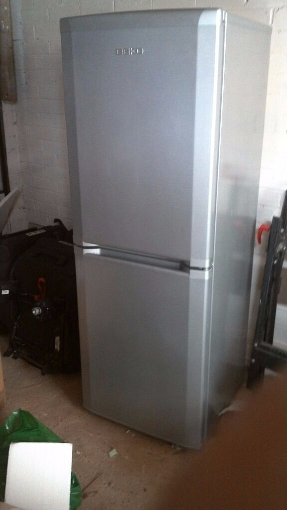 Beko Silver Fridge Freezer Half and Half Economical A Rated Frost Freein Bridlington, East YorkshireGumtree - Beko half and half fridge freezer in silver,very economical A rated and frost free never needs defrosting. Comprises 3 drawers in freezer and 3 shelves in fridge with salad box and 3 door racks,no racks or shelves etc are missing. Couple of tiny...