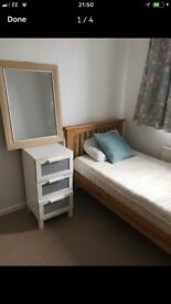 Single room for rent in a nice and clean house close to Cosham High Street and Havant