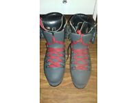 TREZETA SIZE 41 SNOW BOOTS EXCELLENT CONDITION WORN COUPLE OF TIMES