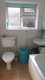 Attractive 1-bedroom ground floor furnished apartment Farnboro,off-road parking. Conv 4 two stations