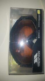 Trespass snowboard/skiing goggles