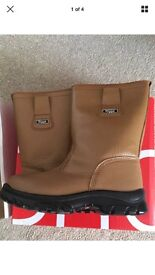 Rigga steel toecap work boots brand new in box size 3 wide fit