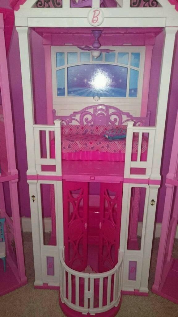 Barbie California dream house VGC