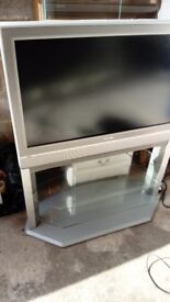 Toshiba 32 ins TV comes with stand virgin box and dvd Sony player all controls free delivery