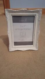Chalk painted photo frames 7x5