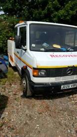Mercedes vario recovery truck spec lift