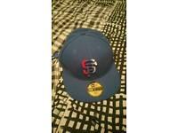 Nee flat peak hat