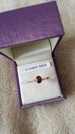 Garnet ring - 9 carat gold