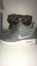 Women's Nike air max trainers size 4