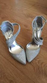 Gorgeous silver shoes size 5
