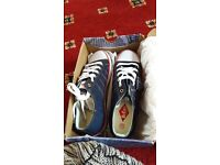 Lee Cooper lace up plimsol style shoe in Navy jean. Adult size 6.