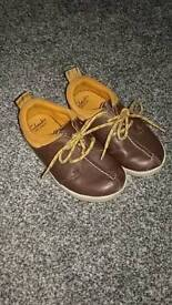 Clarks boys shoes size 6 1/2 F