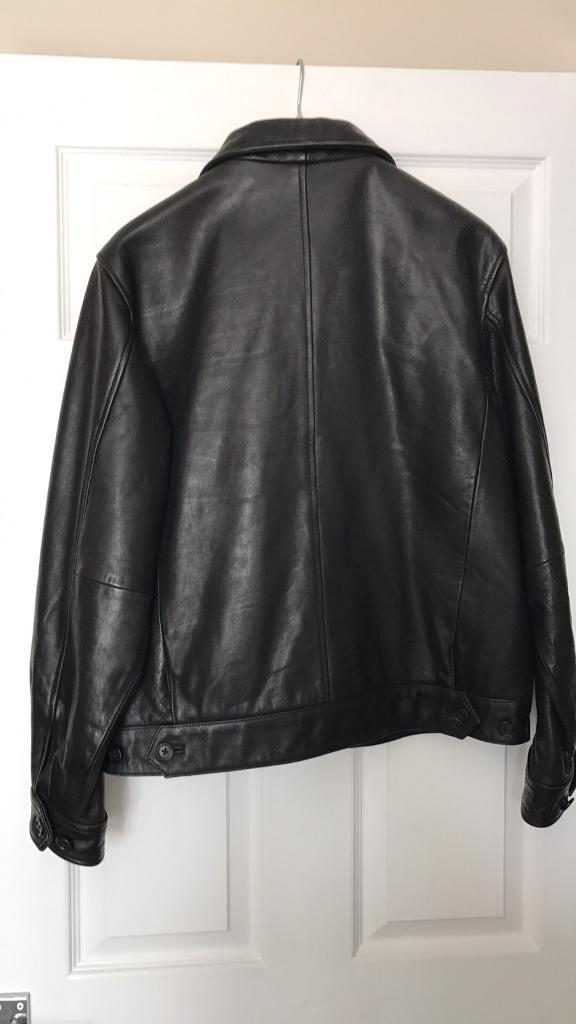 Black leather ladies jacketin York, North YorkshireGumtree - Black leather jacket,zip up,two outside pockets,one inner pocket,button cuffs.unisex,size small,mint condition,hardly worn!