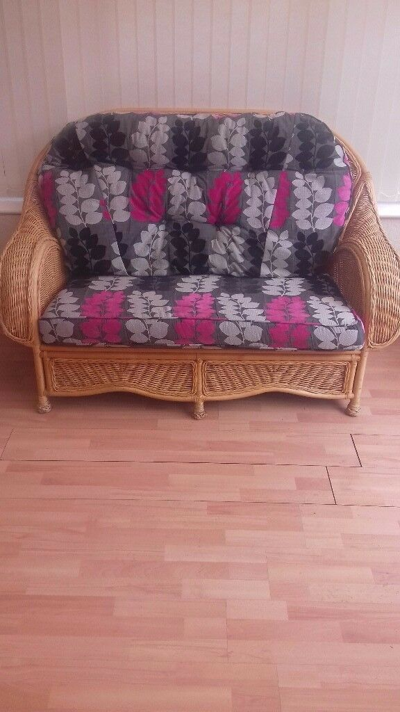 Conservatory furniture settee, 2 chairs & table