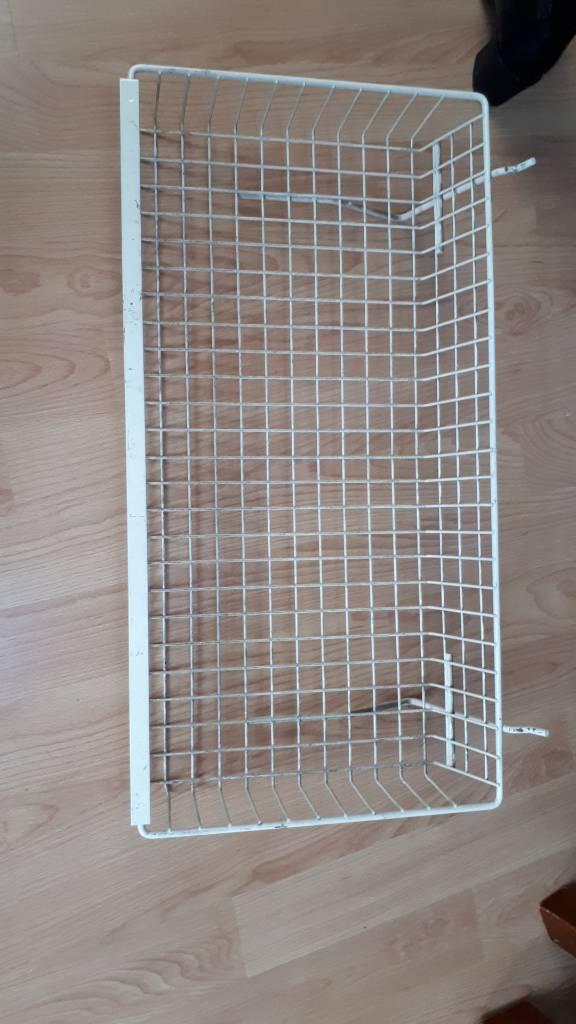 Wire shop basket white