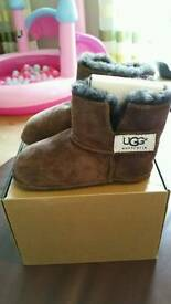 Baby ugg 12/18 month. Brown