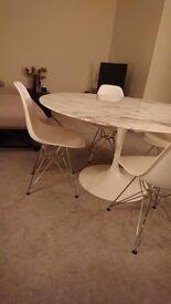 Beautiful genuine Knoll Eero Saarinen Tulip arabescato marble table