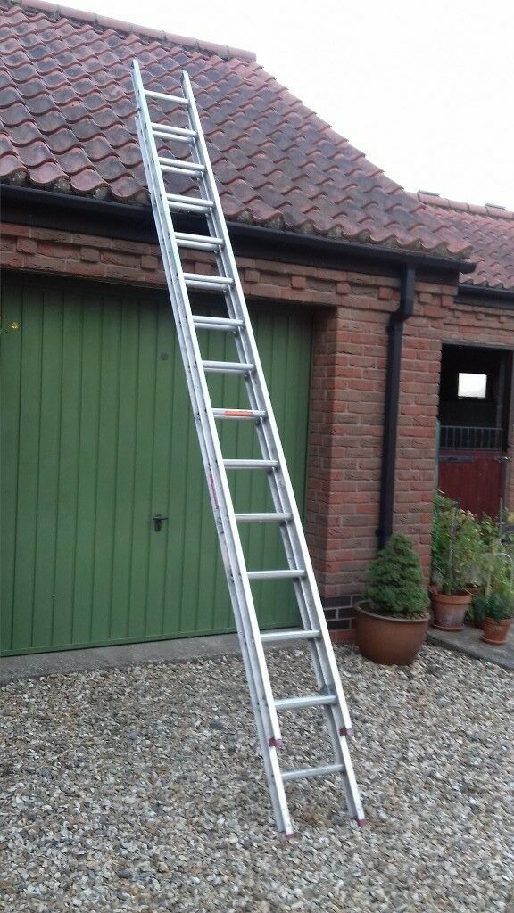 Aluminium extending ladder