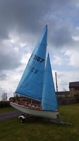 Enterprise fibreglass sailing dinghy. Includes road trailer with piggyback launching trolley.