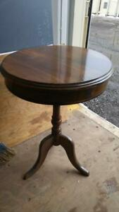 Oakville ANTIQUE HALL TABLE Round Dark Wood Solid Vintage Retro Midcentury Graceful Rustic Nightstand