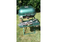 Charcoal barbecue with accessories