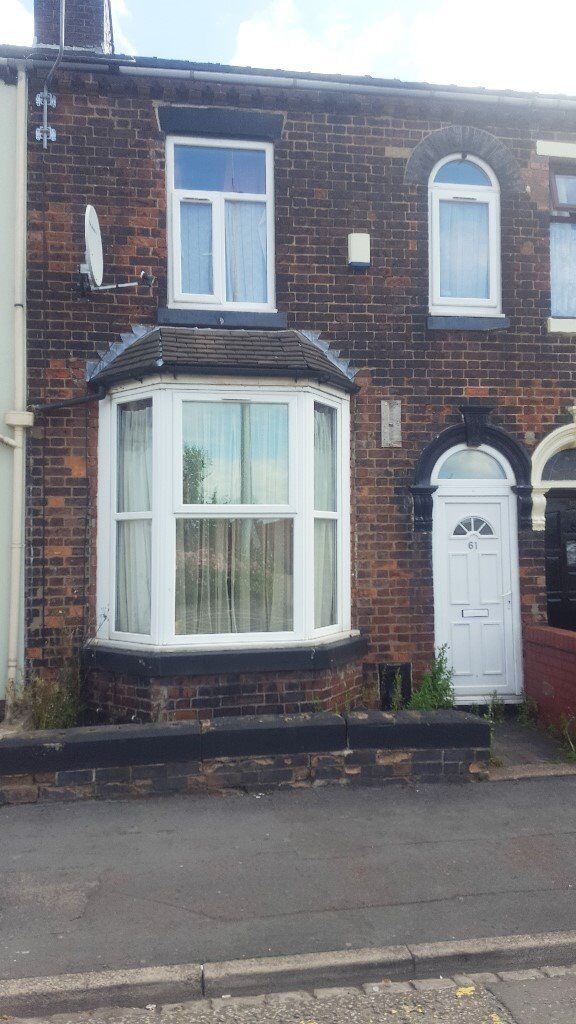 ***LET BY***3/4 BEDROOM TOWN HOUSE-HANLEY-LOW RENT-DSS ACCEPTED-NO DEPOSIT-PETS WELCOME^