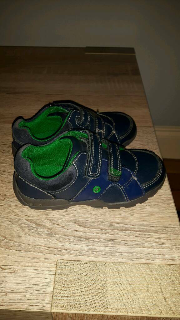 Boys size 6 1/2 F Clarks shoes