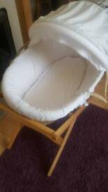 Mamas and Pappas Moses basket whit stand