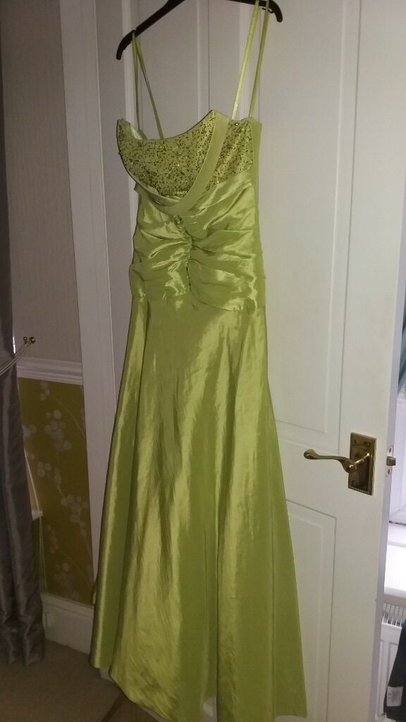 prom dress for salein Pontarddulais, SwanseaGumtree - Prom dress for sale. Size 6/8 wirn but in good condition £30.00 o.n.o collection only contact Lisa 07800826920