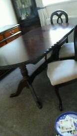 Table chairs extending table 4 chsirs