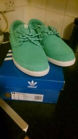 Pair Men's Green Adidas DC Unilite trainers size 8