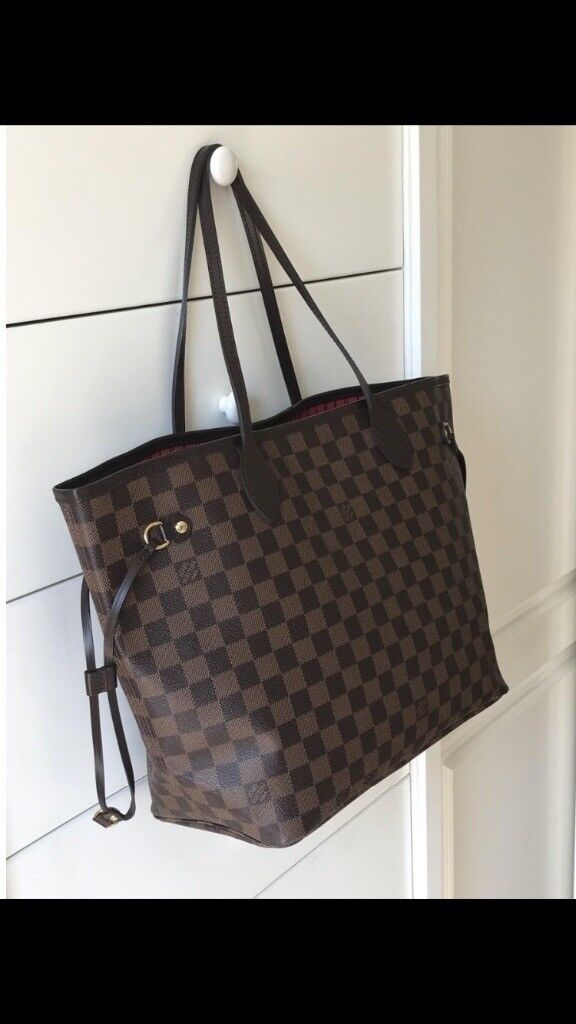 Louis Vuitton Neverfull Damier MM not Chanel Mulberry Gucci Celine ... 1f56c4818ad76